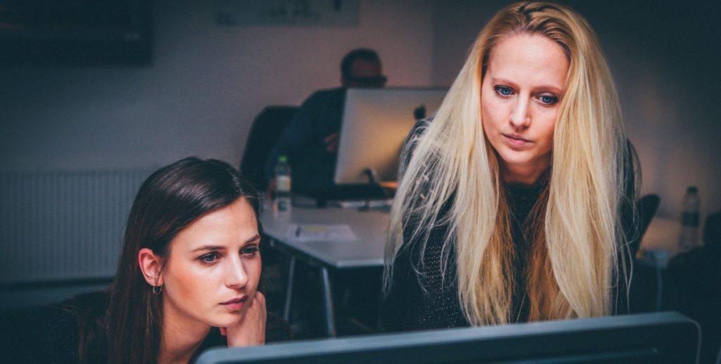 Få reda på vad millennials eftersöker med webbenkäter, undersökningar och Net Promoter Score