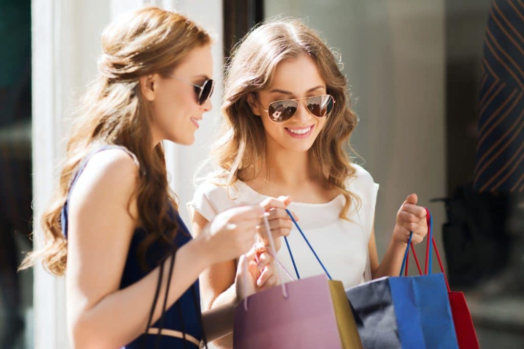 Unge damer på shopping - Hvordan forbedre din kundetilfredshet