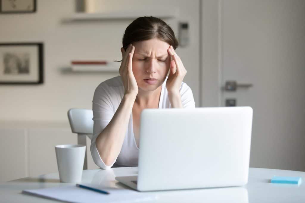 Frustration bei Beantwortung einer Kundenzufriedenheitsumfrage