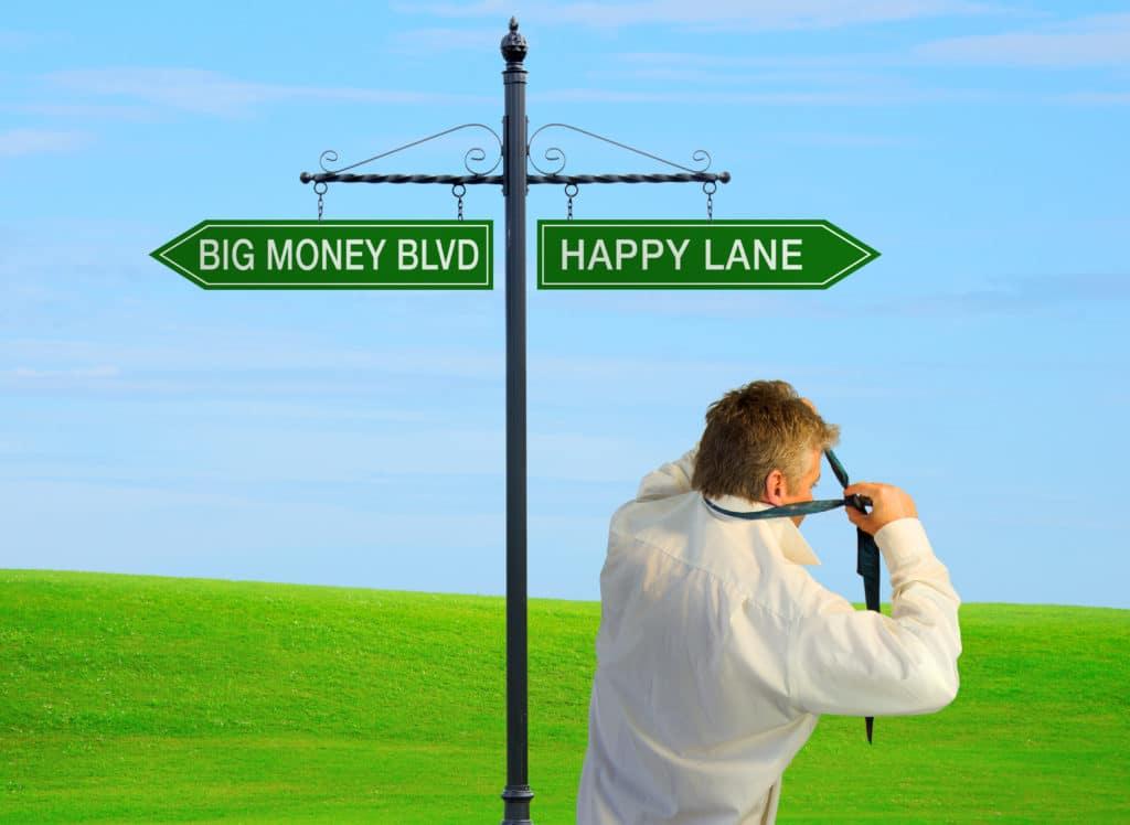 Medarbetarengagemang - skylt mellan big money boulevard och happy lane - men är det ett val?